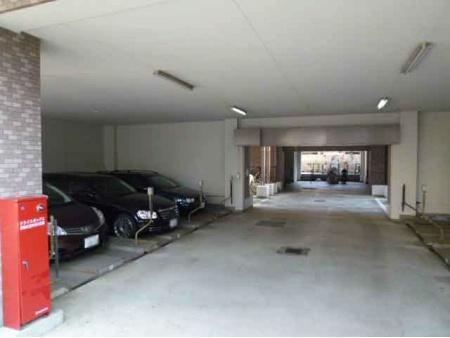 クレッセント大森III 駐車場