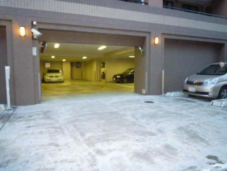 クレストフォルム横浜グランウエスト 駐車場