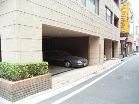 アヴァンティーク銀座2丁目 駐車場