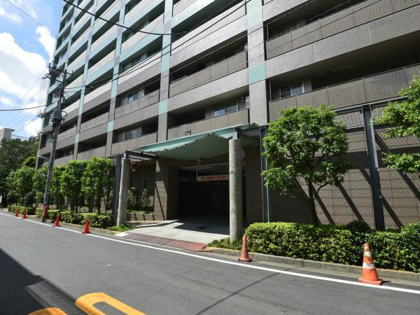ソプラタワー 駐車場入口