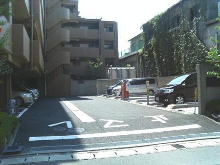 コスモ浦安ウイングコート 駐車場