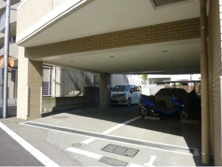 クレストフォルム奥沢 駐車場