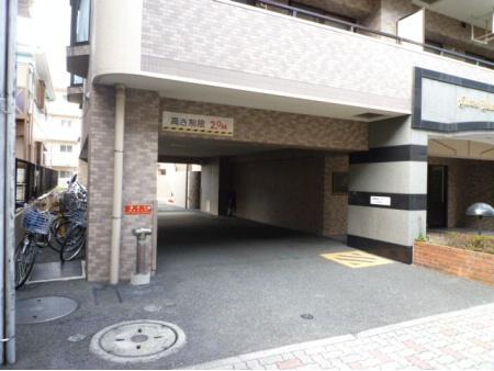 ライオンズマンション綱島南 駐車場入口