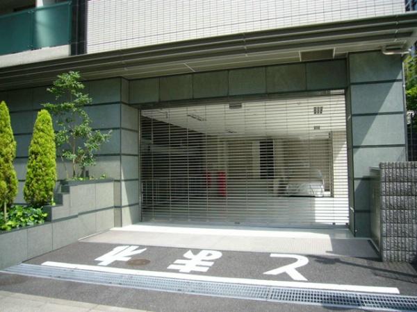 ファミールグランスイートTHE赤坂 駐車場入口