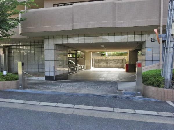ファミール茨木・春日 駐車場