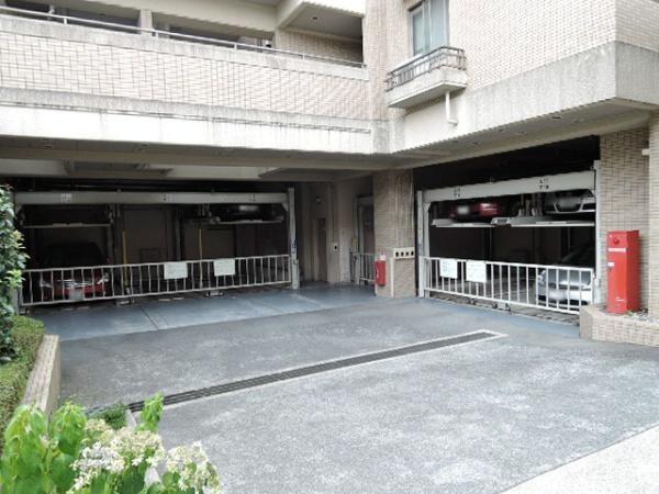 ジオ豊中上野西 駐車場