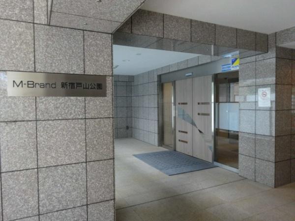エム・ブランド新宿戸山公園 エントランス