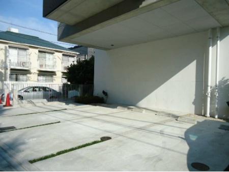 フィース神楽坂 駐車場