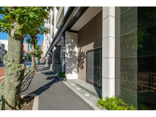 マジェスティハウス新宿御苑パークナード 前面歩道