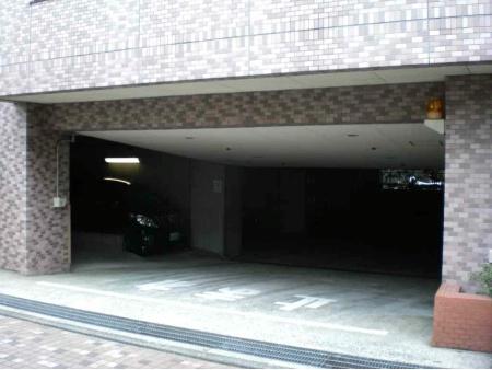 クレッセント目黒青葉台 駐車場